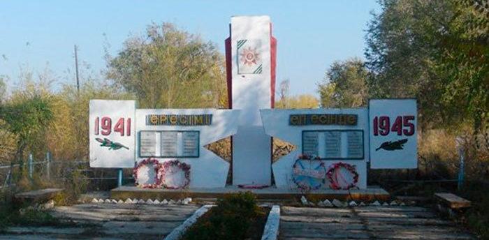 с. Бестерек Урджарского р-на. Памятник воинам, павшим в Великой Отечественной войне.