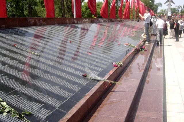 Мемориальные доски с именами погибших воинов.