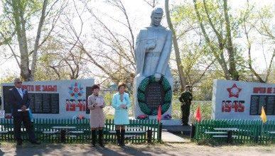 с. Амангельдинское Есильского р-на. Памятник воинам, павшим в годы Великой Отечественной войны.