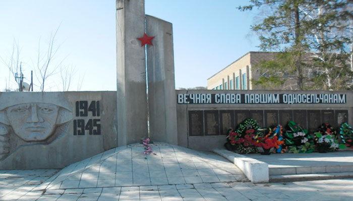 с. Верх Уба Шемонаихинского р-на. Памятник ветеранам Великой Отечественной войны.