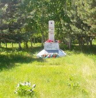 с. Сычевка Павлодарского р-на. Памятник воинам, погибшим в годы Великой Отечественной войны.