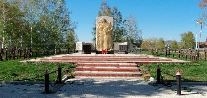 с. Выдриха Шемонаихинского р-на. Памятник ветеранам Великой Отечественной войны.