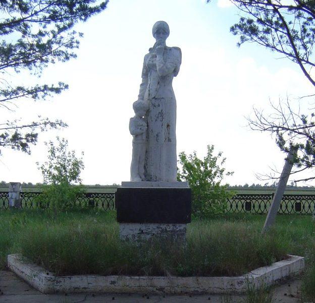 с. Константиновка Успенского р-на. Памятник воинам, погибшим в годы Великой Отечественной войны.