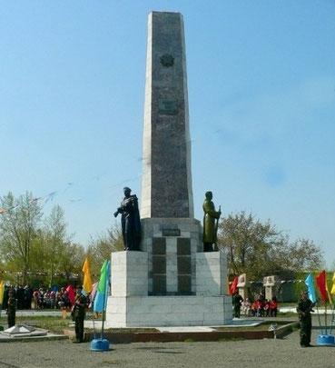 с. Успенка. Мемориал Славы, высотой 16 м, установлен в 1968 году на центральной площади села. Автор проекта - Лопатин И.П.