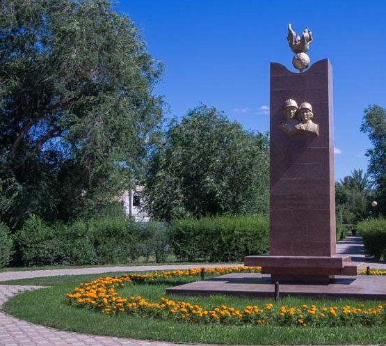г. Уральск. Памятник журналистам-участникам войны, установленный в 2010 году.