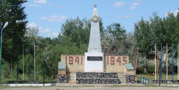 п. Карсакбай Улытауского р-на. Памятник ветеранам войны был открыт в 2010 году. Архитектор - К.О. Казбеков.