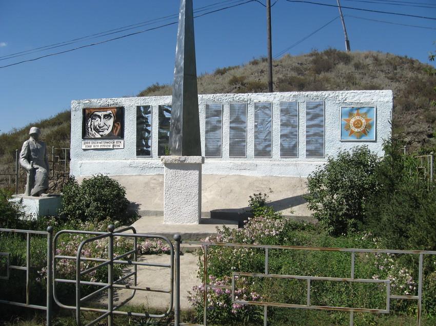 с. Рулиха Шемонаихинского р-на. Памятник воинам, погибшим в годы Великой Отечественной войны.