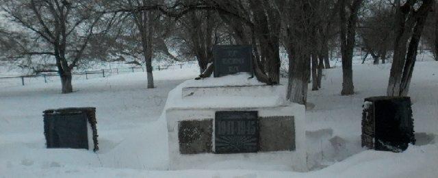 с. Круклер Улытауского р-на. Памятник воинам, погибшим в годы войны.