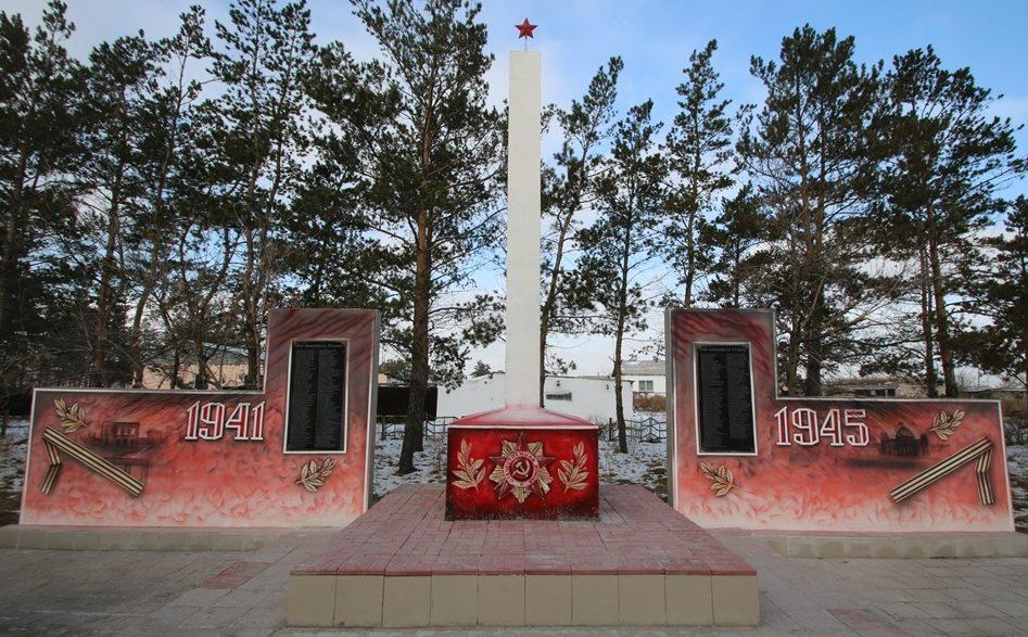 с. Заря Павлодарского р-на. Обелиск воинам, погибшим в годы Великой Отечественной войны.