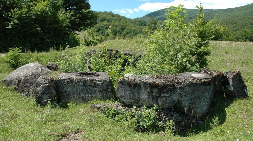 Руины сооружений линии Арпада