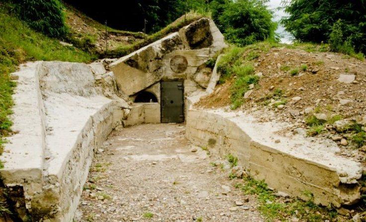Восстановленные сооружения возле бункера