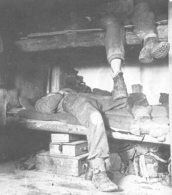 Немецкие солдаты на постое в Сапрыкином. Цен¬тральный фронт, 1942/43 гг.