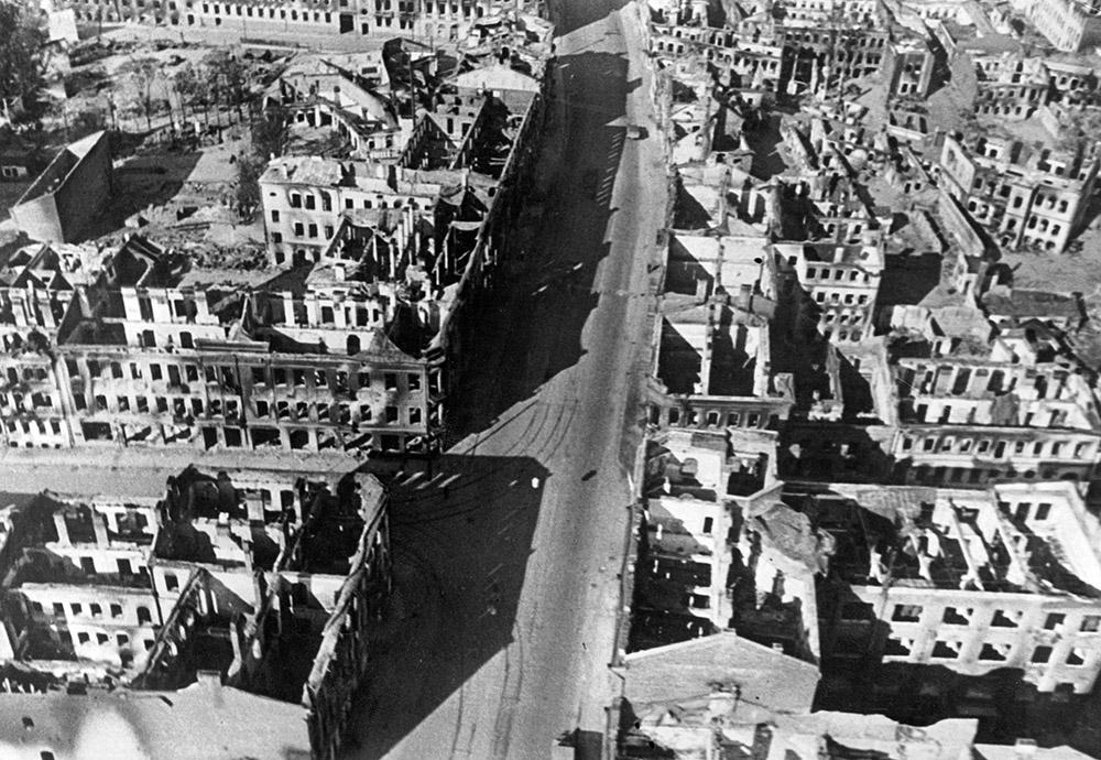 Разрушенный Минск после освобождения.