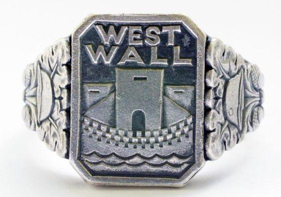 Перстни «West Wall» изготовленные из серебра 835-ой пробы с применением чернения.