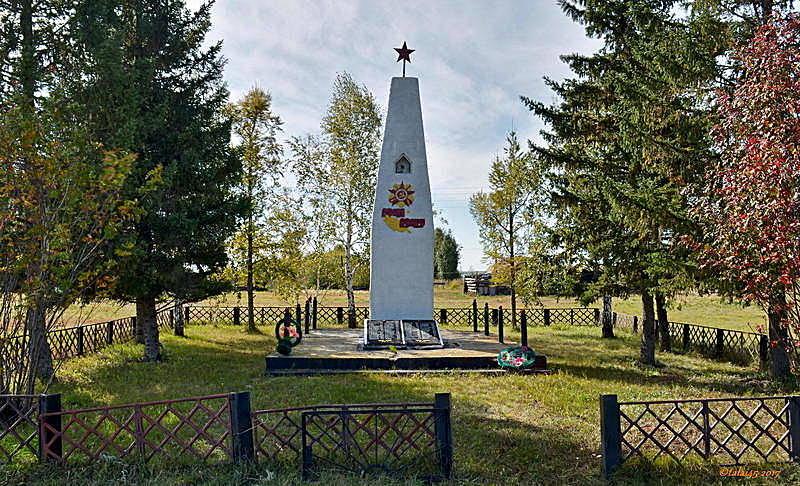 п. Варшава. Змеиногорского р-на. Обелиск 78 односельчанам, погибшим в годы войны.
