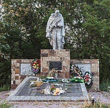 с. Камышенка Петропавловского р-на. Памятник воинам-землякам, погибшим в годы войны.