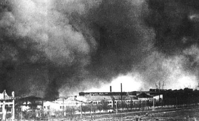 Пылающий завод Большевик. 23 июня 1941 г.