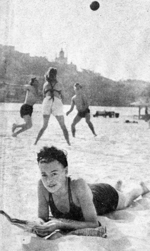 Фольксдойче на днепровском пляже. 1942 г.