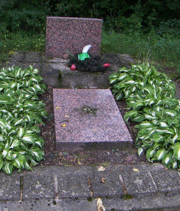 д. Щямятайчай Акмянского р-на. Братская могила неизвестных воинов-пограничников.