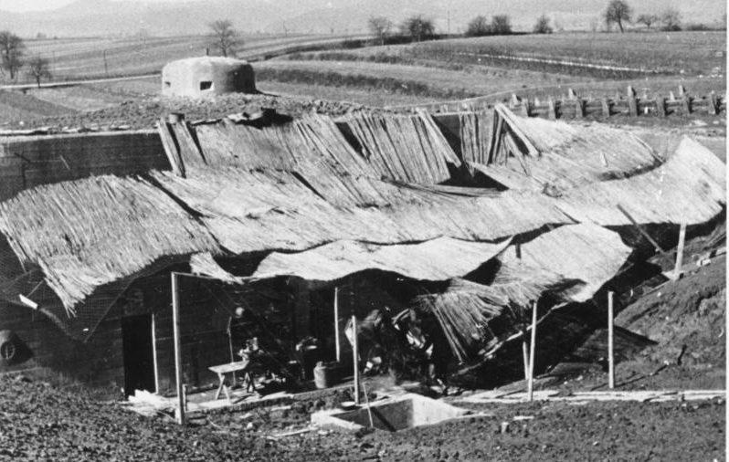Замаскированный вход в бункер. Штайнфельд. Март, 1940 г.
