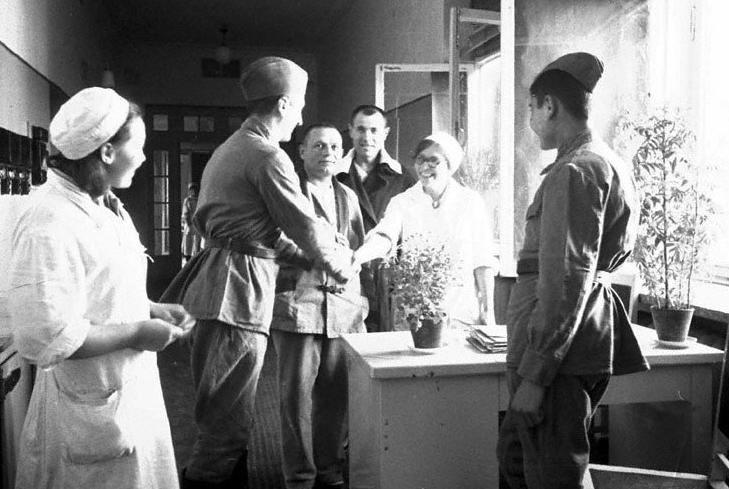 Выписка бойцов из московского госпиталя. 1942 г.