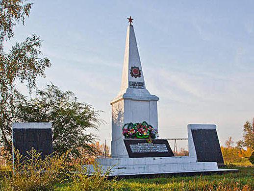 с. Паутово Петропавловского р-на. Памятник 395 погибшим землякам в годы Великой Отечественной войны.