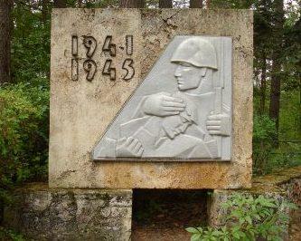 Памятник у братской могилы.
