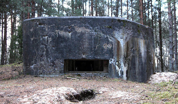 п. Рудбаржи, край Скрундас. ДОТ-памятник времен войны, около военной части в Рудбаржи.
