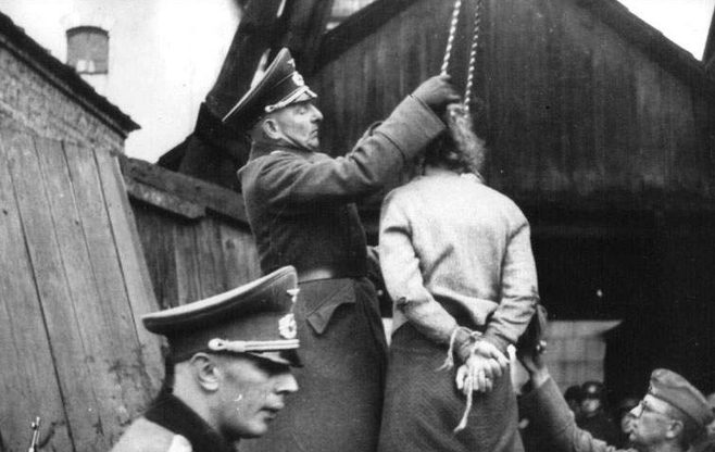 Первые публичные казни в городе. 26 октября 1941 года.