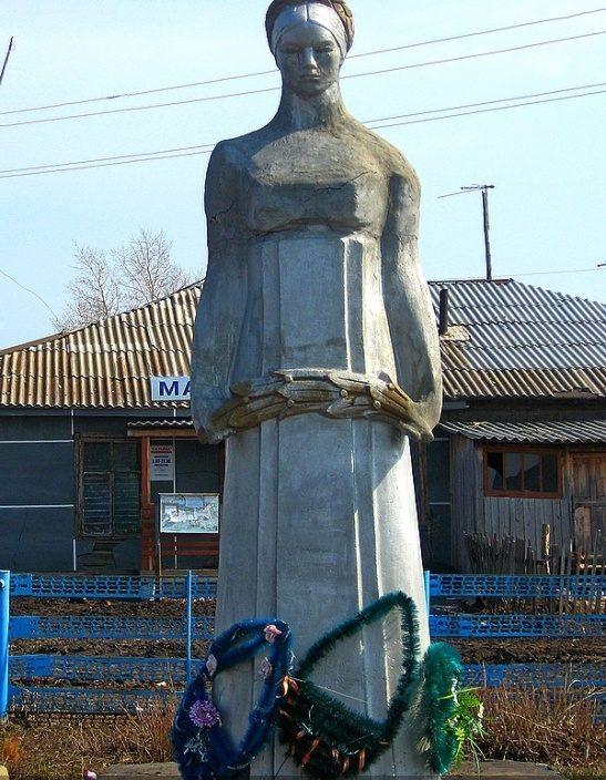 с. Шадрино Калманский р-на. Памятник воинам-односельчанам, погибшим в годы Великой Отечественной войны.