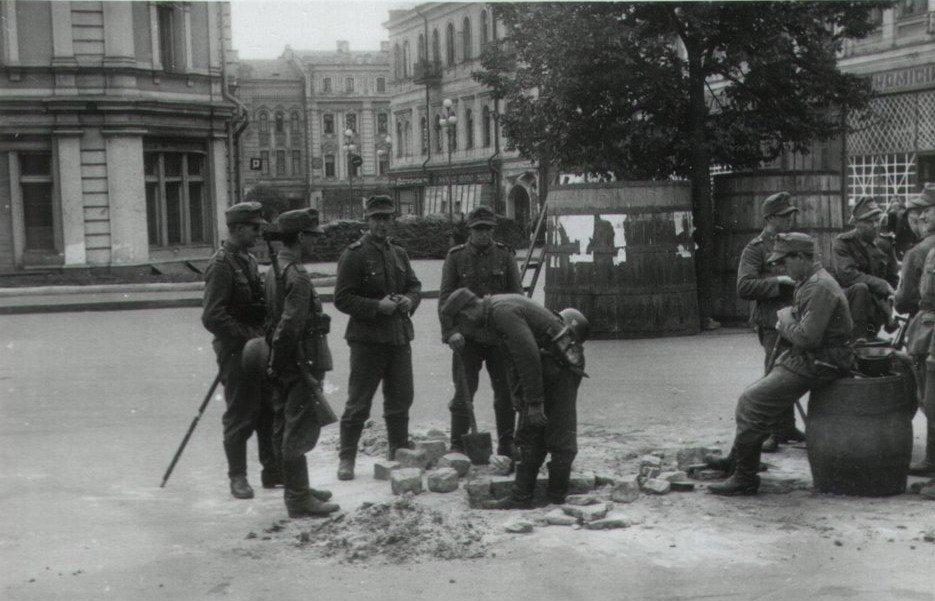 Немцы на площади Калинина. 20 сентября 1941 г.