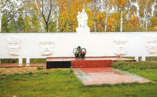 с. Закладное Романовского р-на. Общий вид мемориала воинам-односельчанам, погибшим в годы Великой Отечественной войны.