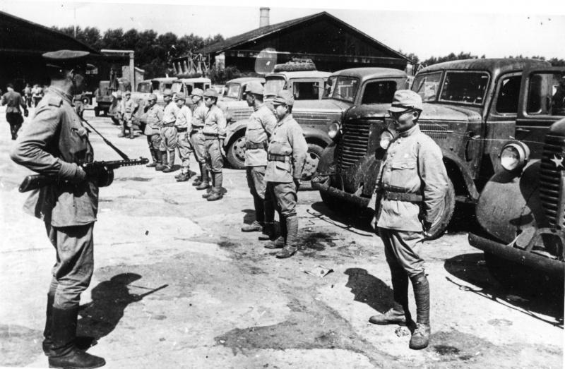 Принятие капитуляции на японских складах. г. Фусинь, Китай, сентябрь, 1945 г.