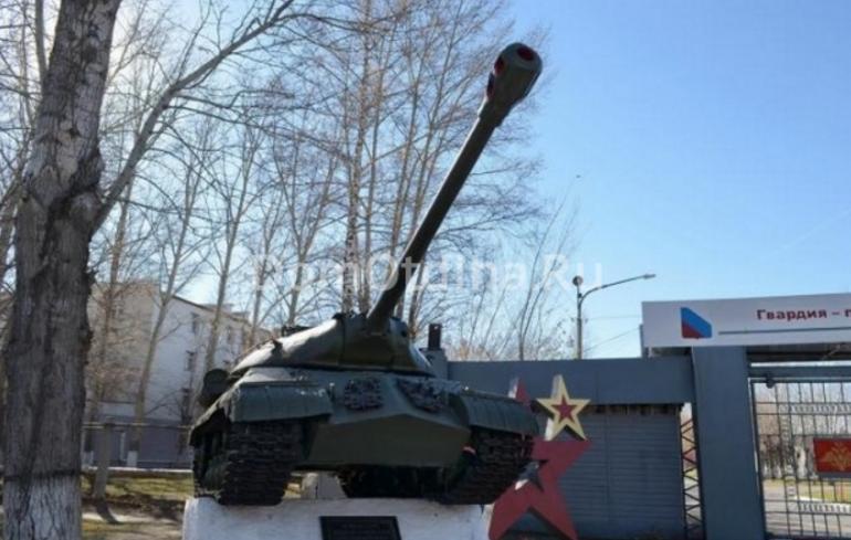 г. Алейск. Памятный знак - танк ИС-ЗМ, установленный по Ульяновскому переулку.