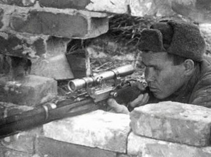 В.Зайцев на позиции. Сталинград.1942 г.