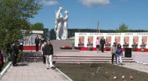 с. Кузьминка Змеиногорского р-на. Общий вид мемориала.