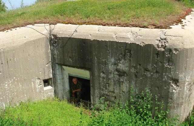 Запасной выход из бункера.