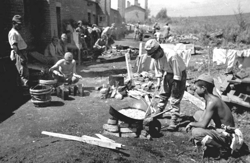Японские военнопленные в лагере. Маньчжурия. 1945 г.
