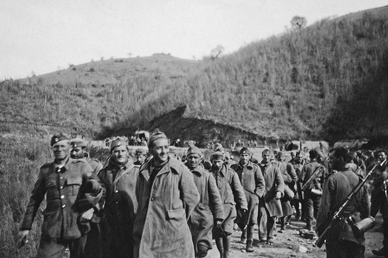 Защитники одного из фортов капитулируют. 10.04.1941 г.