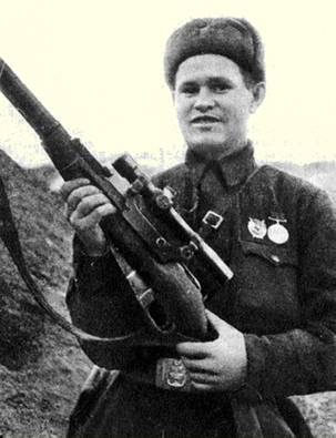 Зайцев Василий Григорьевич одержал 242 победы.