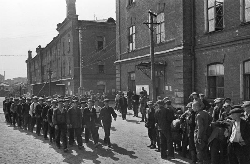 Мобилизация в армию москвичей на второй день войны. 23 июня 1941 г.