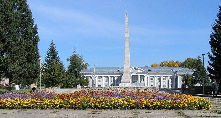 г. Новоалтайск. Обелиск погибшим воинам в годы войны, установленный на площади у Дома Культуры Железнодорожников.
