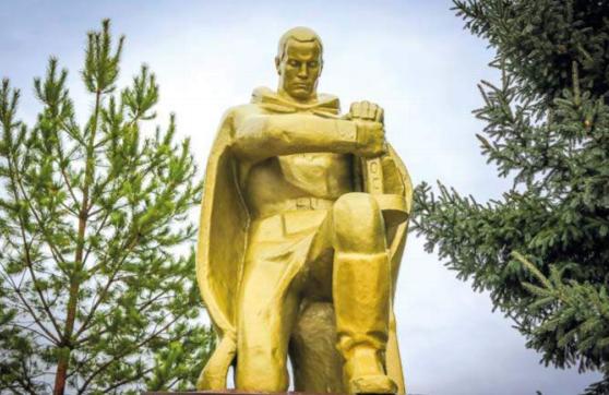 с. Березовка Красногорского р-на. Памятник воинам, погибшим в годы войны.