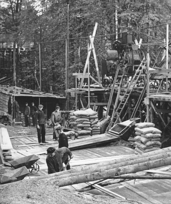 Пункт производства бетона для строительства линии. Октябрь, 1938 г.