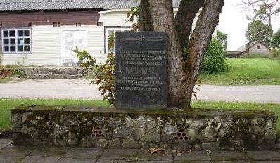 п. Аглона. Памятник в сквере по улице Сомерсетас жителям Аглонского сельсовета, погибшим в годы войны.