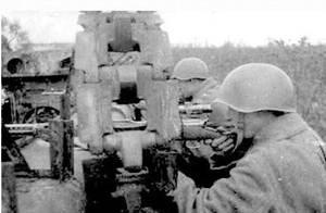 Сержант Ф.Пехов на тренировочной стрельбе. Западный фронт. 1943 г.