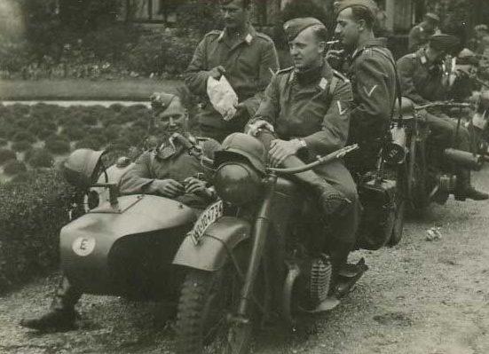 Колонна мотопехоты. Франция. 1940 г.