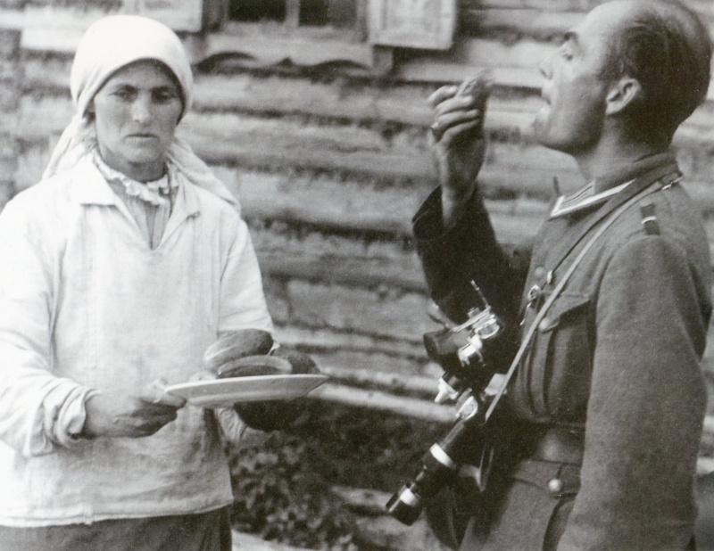 Угощение местного населения.
