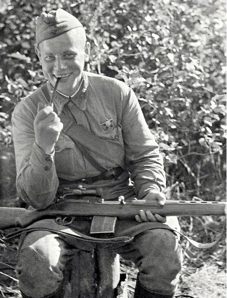 Пехов Фёдор Акимович одержал 344 победы.