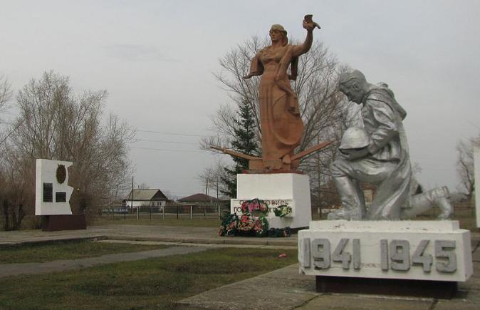 с. Боровское Алейского р-на. Мемориальный комплекс воинам, погибшим в годы войны.